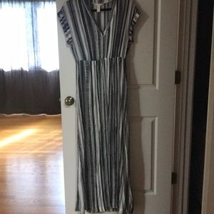 H&M black and white short sleeve maxi dress